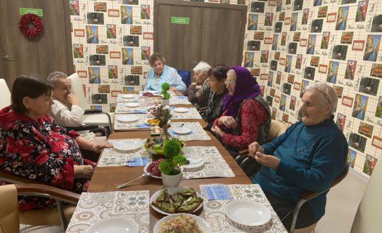 Прием пищи в доме престарелых